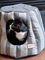Armarkat Armarkat Anti-slip Cat Cave Waterproof Base w/Removable Cushion Mat Gray/Silver