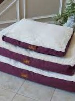 Armarkat Armarkat XL Pet Bed Mat W/Poly Fill Cushion Removable Cover Burgundy & Ivory