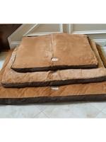 Armarkat Armarkat Med Pet Bed Mat w/Poly Fill Cushion Mocha & Earth Brown