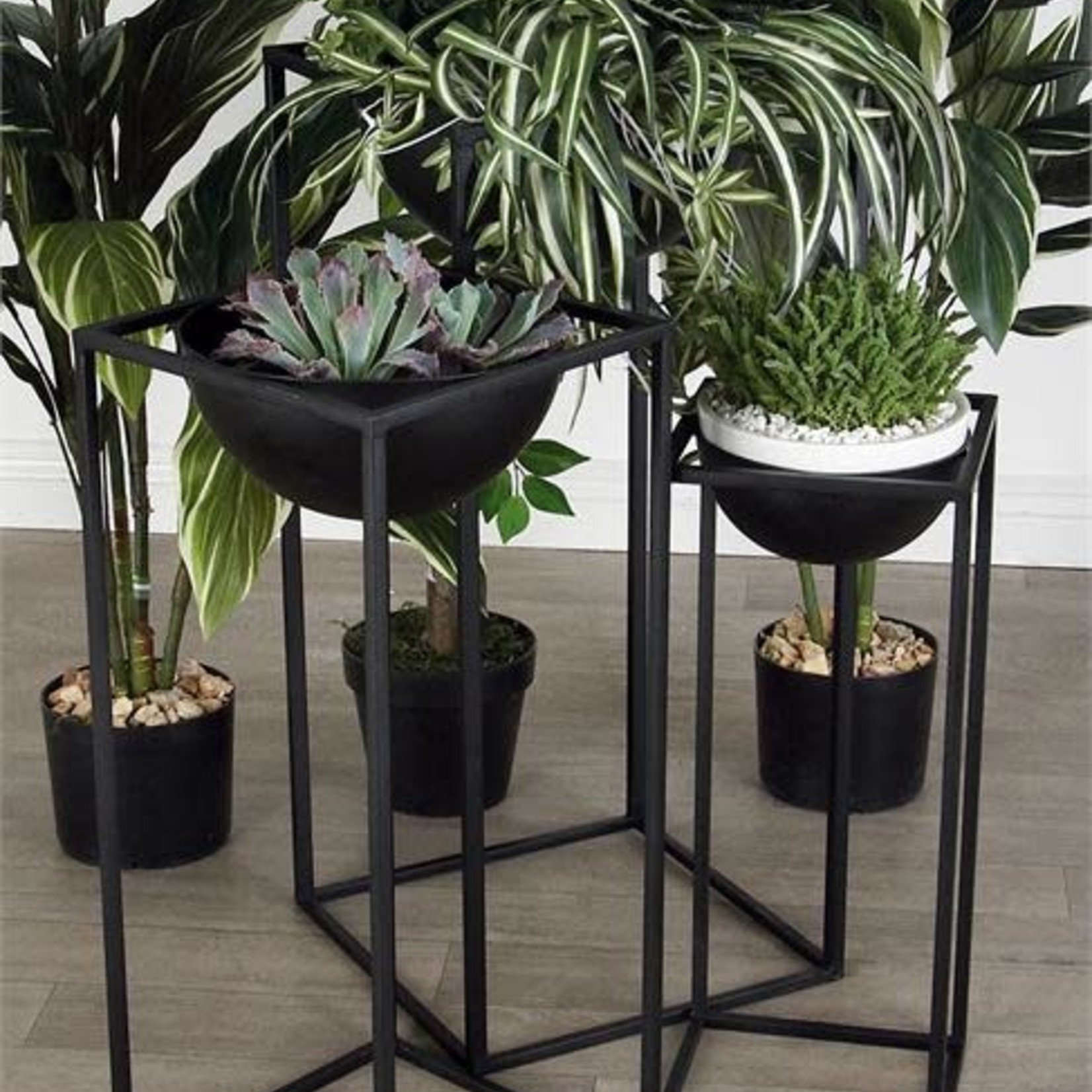 "24""H X 10"" X 10"" BLACK METAL PLANT STAND"