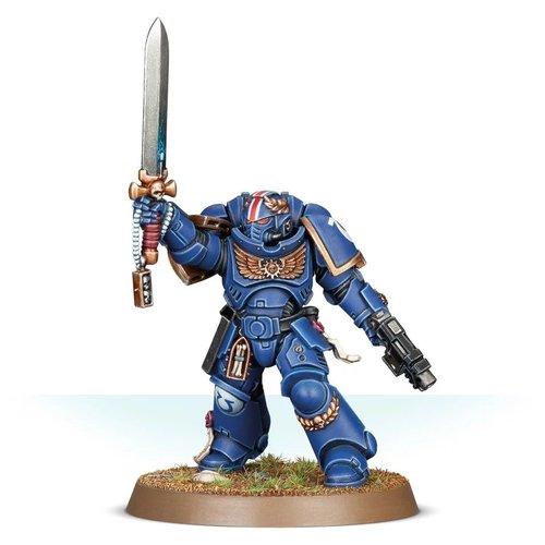 Warhammer 40k Primaris Lieutenant with Power Sword