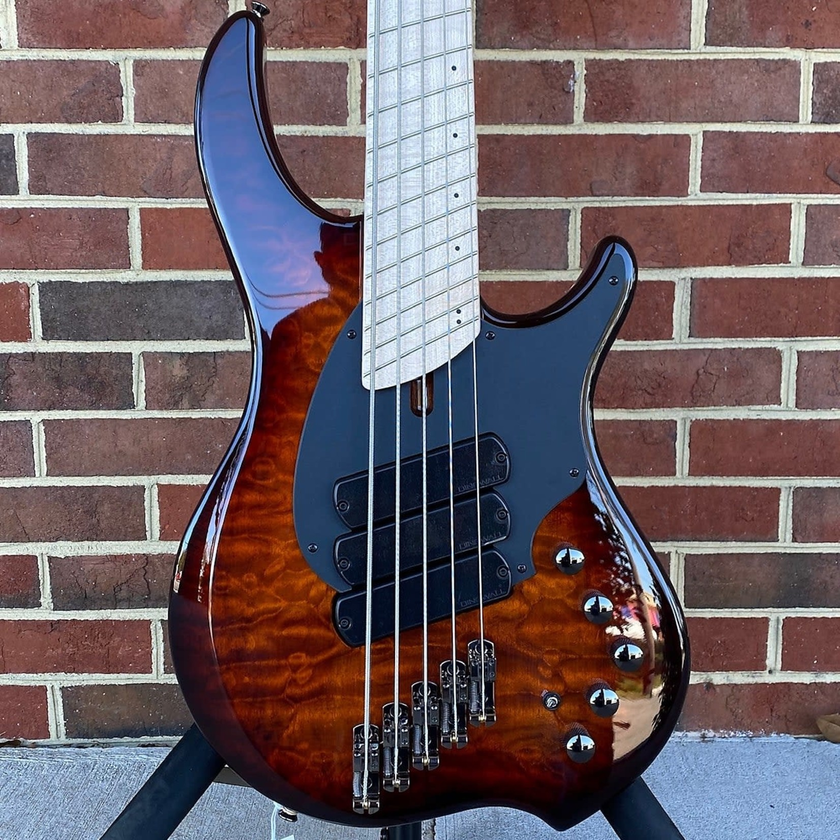 Dingwall Dingwall Combustion 5-String, 3x Pickups, Vintageburst, Quilted Maple Top, Swamp Ash Body, Maple Fretboard, Maple Neck, Dingwall Gig Bag