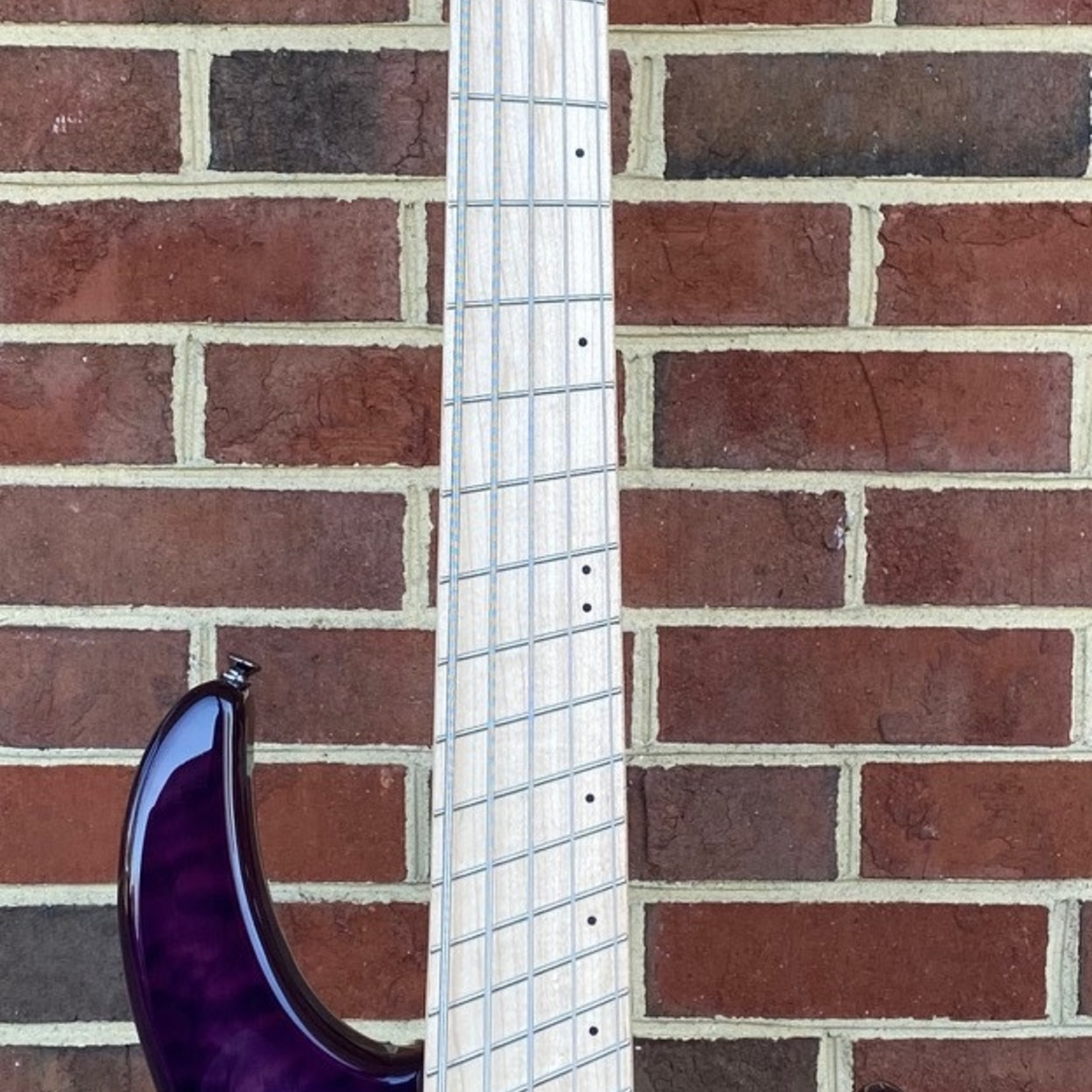 Dingwall Dingwall Combustion 5-String, 3x Pickups, Ultra Violet, Quilted Maple Top, Swamp Ash Body, Maple Fretboard, Dingwall Gig Bag, SN# 7014