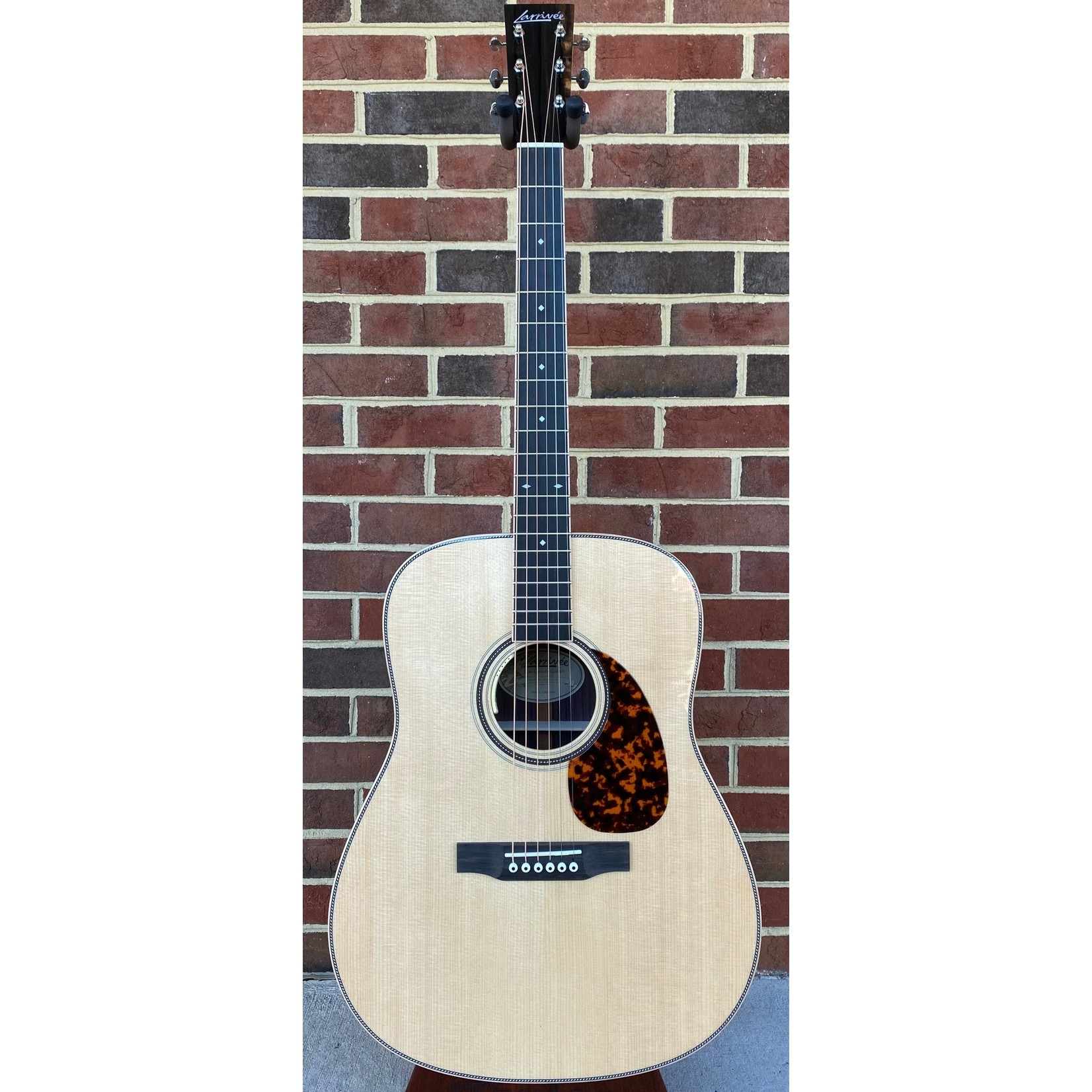 Larrivee Larrivee D-44RW, Indian Rosewood Back and Sides, Sitka Spruce Top, All Gloss, LR Baggs Anthem No Cut Electronics, Hardshell Case