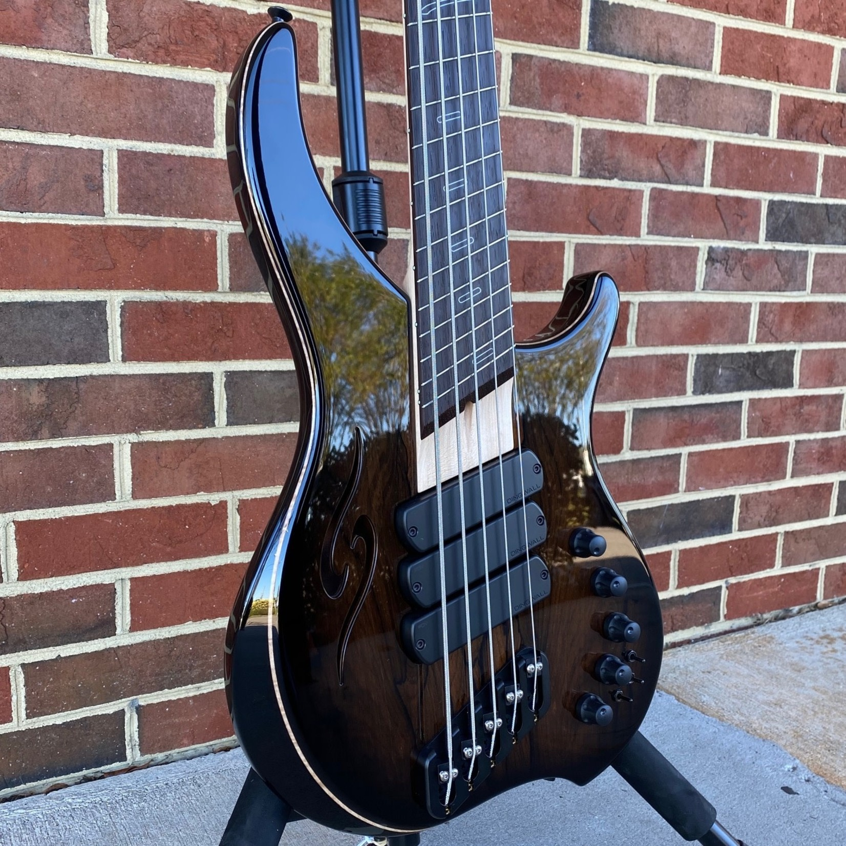 Dingwall Dingwall ABII Custom 5, Afterburner II 5-String, Ziricote X-Top, Flamed Maple Contrast Layer, Trans Black Burst, Semi-Hollow, 3x Pickups, Glockenklang Preamp w/ Toggles, Maple Neck, Wenge Fretboard, Ghost Speedo Bars Inlay, Blue Luminlay Side Markers, Din