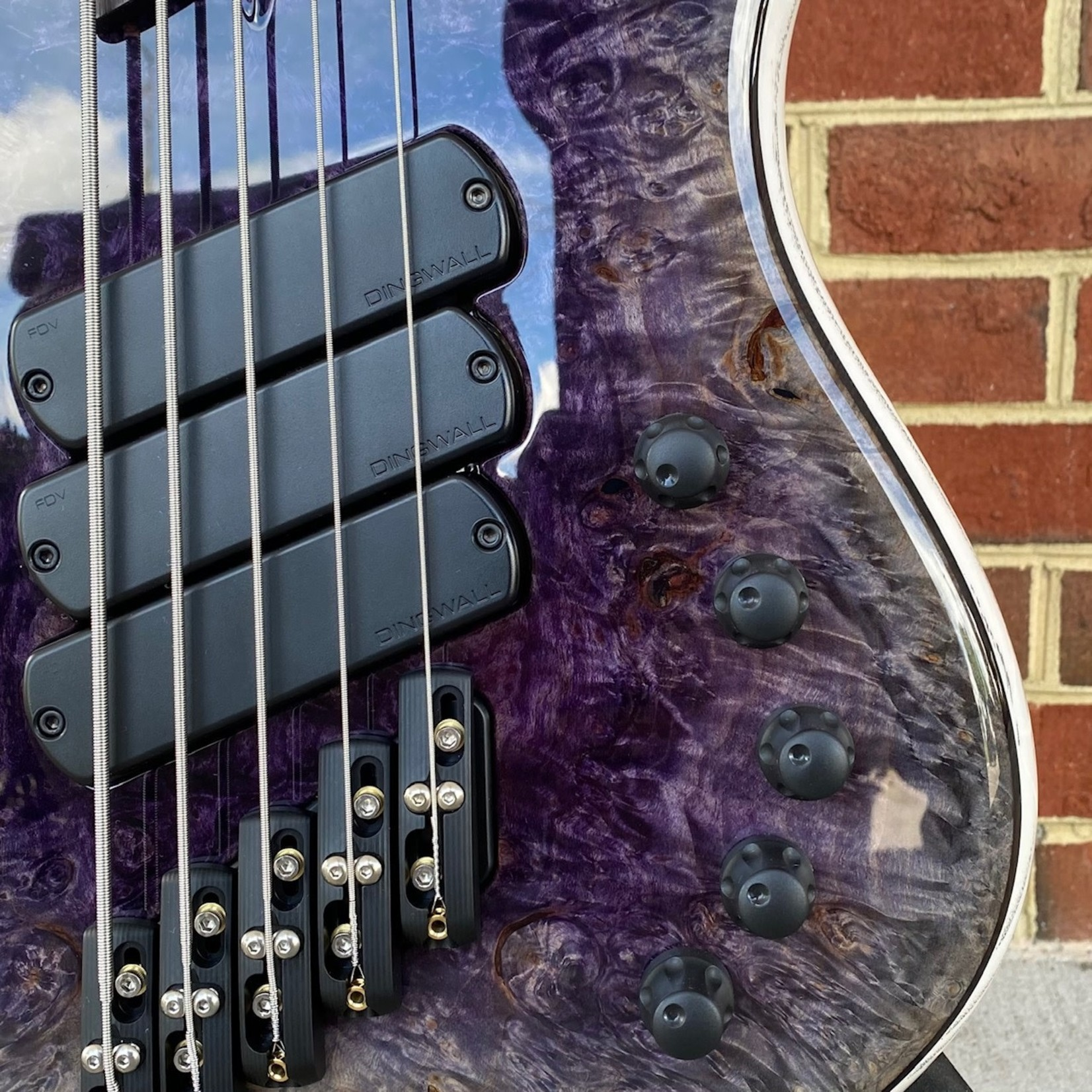 Dingwall Dingwall Z3 Custom 5-String, 3x Pickups, Burl Maple X-Top, Wenge Contrast Layer, Dual Density Swamp Ash Body, Faded Purple Reverse Burst Top, White w/ Black Grain Fill Back, Wenge Neck & Fretboard, White Pearloid Block Inlays, Blue Luminlay Side Dots