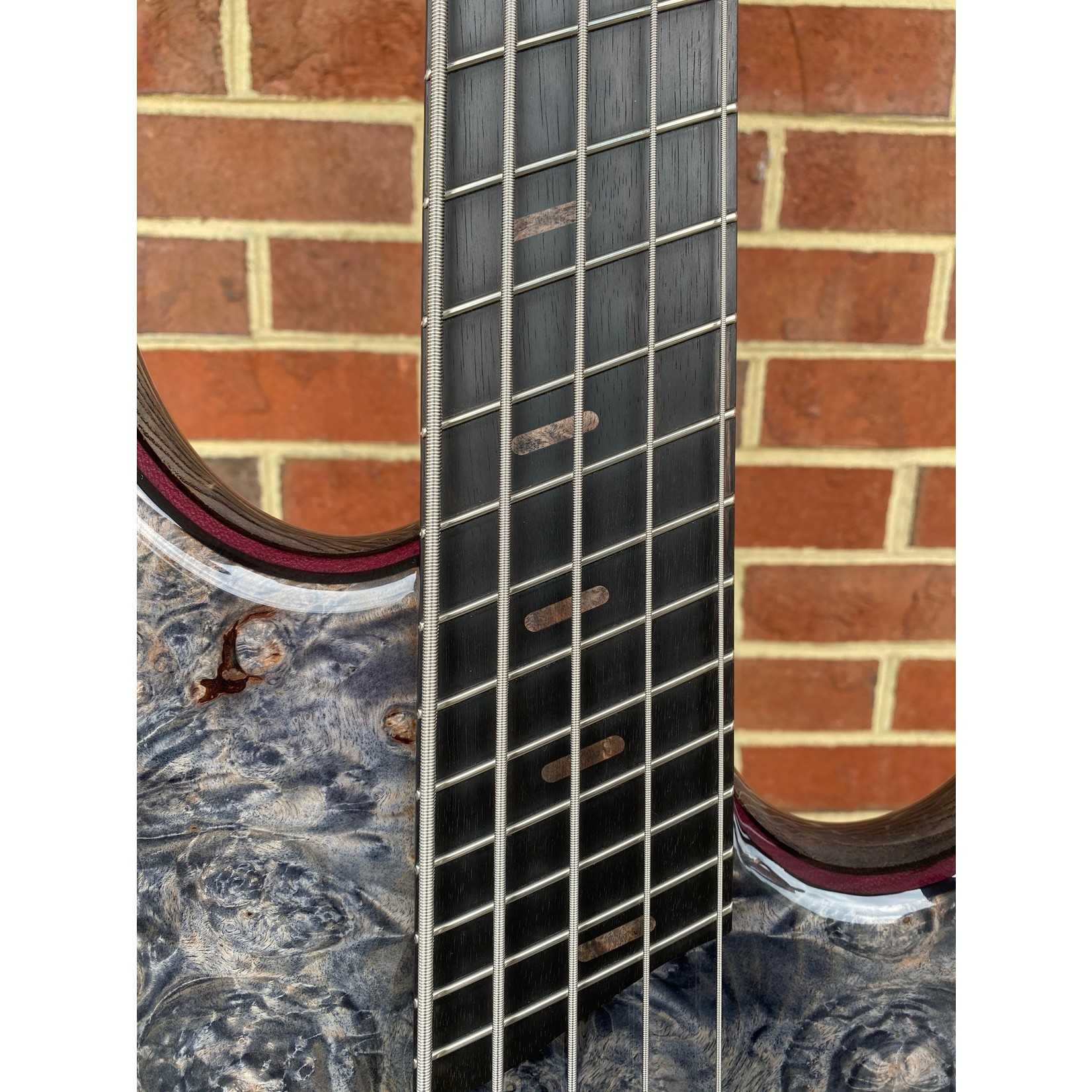 Dingwall Dingwall Custom Z3, 5-String, Dual-Density Swamp Ash Body, Burled Maple Top (#1530), Wenge/Purple Heart/Wenge Contrast Layer, Pre Bleached Trans Black Finish, Darkglass 3-band preamp, Wenge Neck with Ebony Fretboard, Matching Wood Speedo Bars