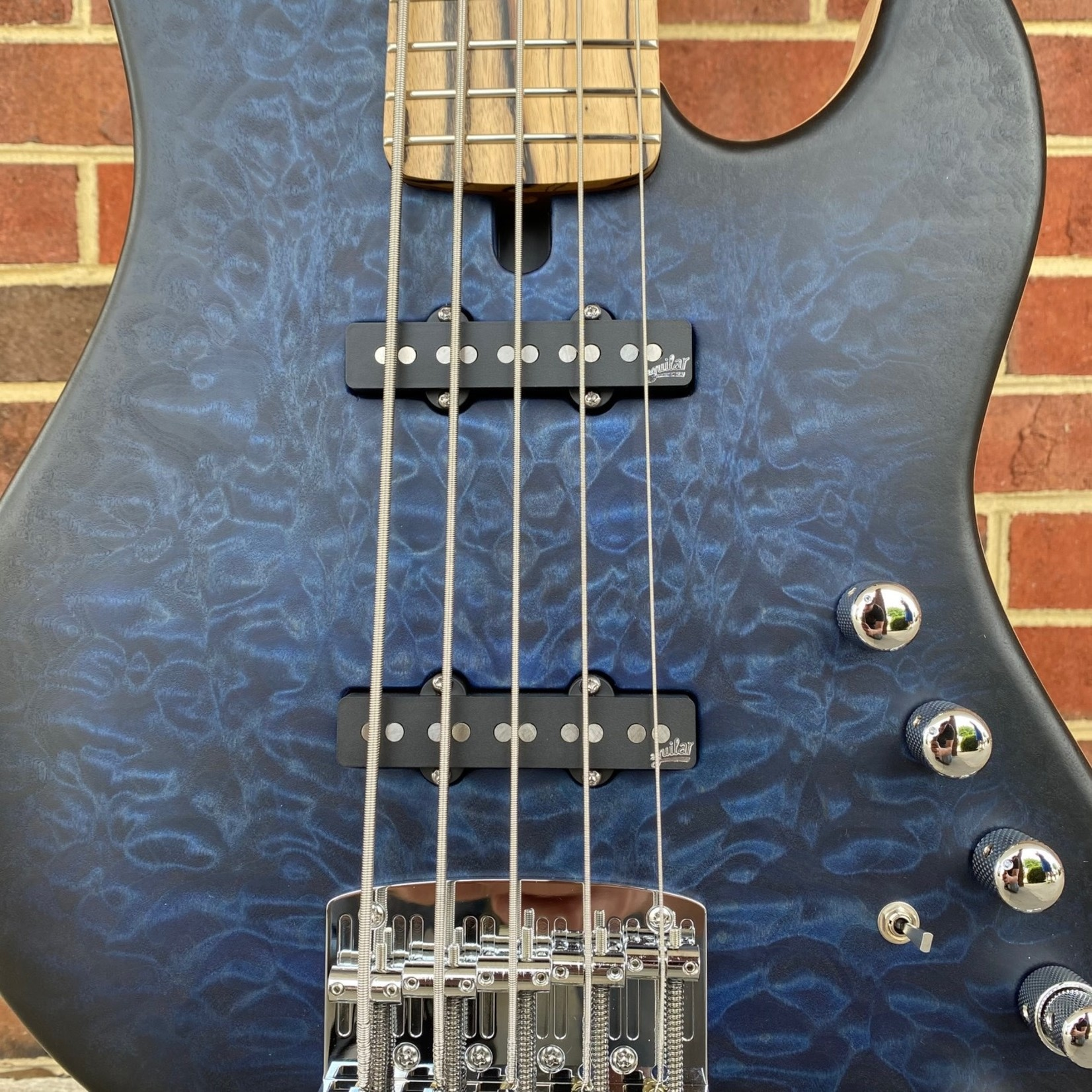 Mayones Mayones Jabba Custom 5 2021 NAMM Bass, Quilted Maple 4A Top, Pale Moon Ebony Fretboard