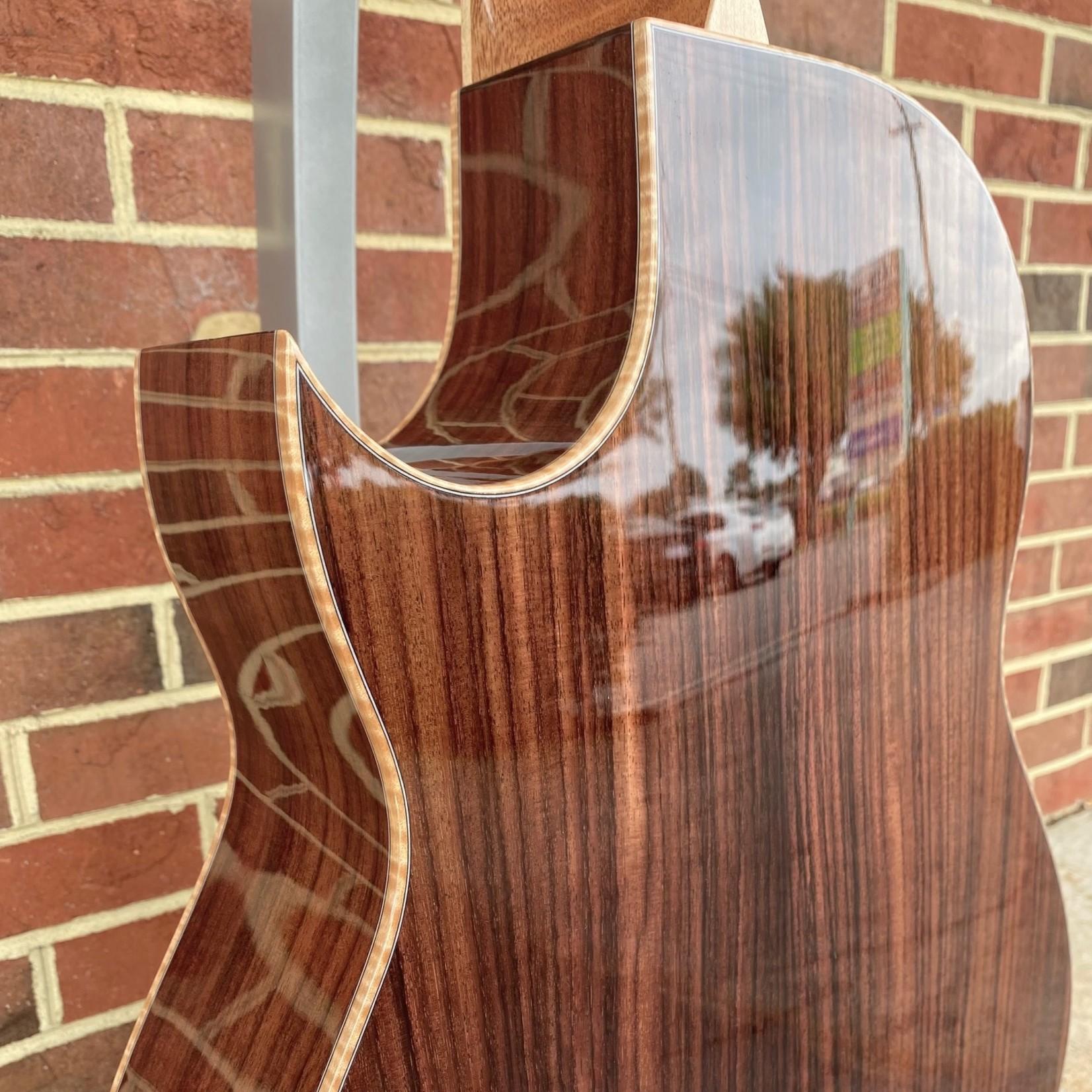 Larrivee Larrivee C-09-RW, Florentine Cutaway, Sitka Spruce Top, Indian Rosewood Back & Sides, Ebony Bridge & Fretboard, Flame Maple Binding, Bone Nut & Saddle, Hardshell Case