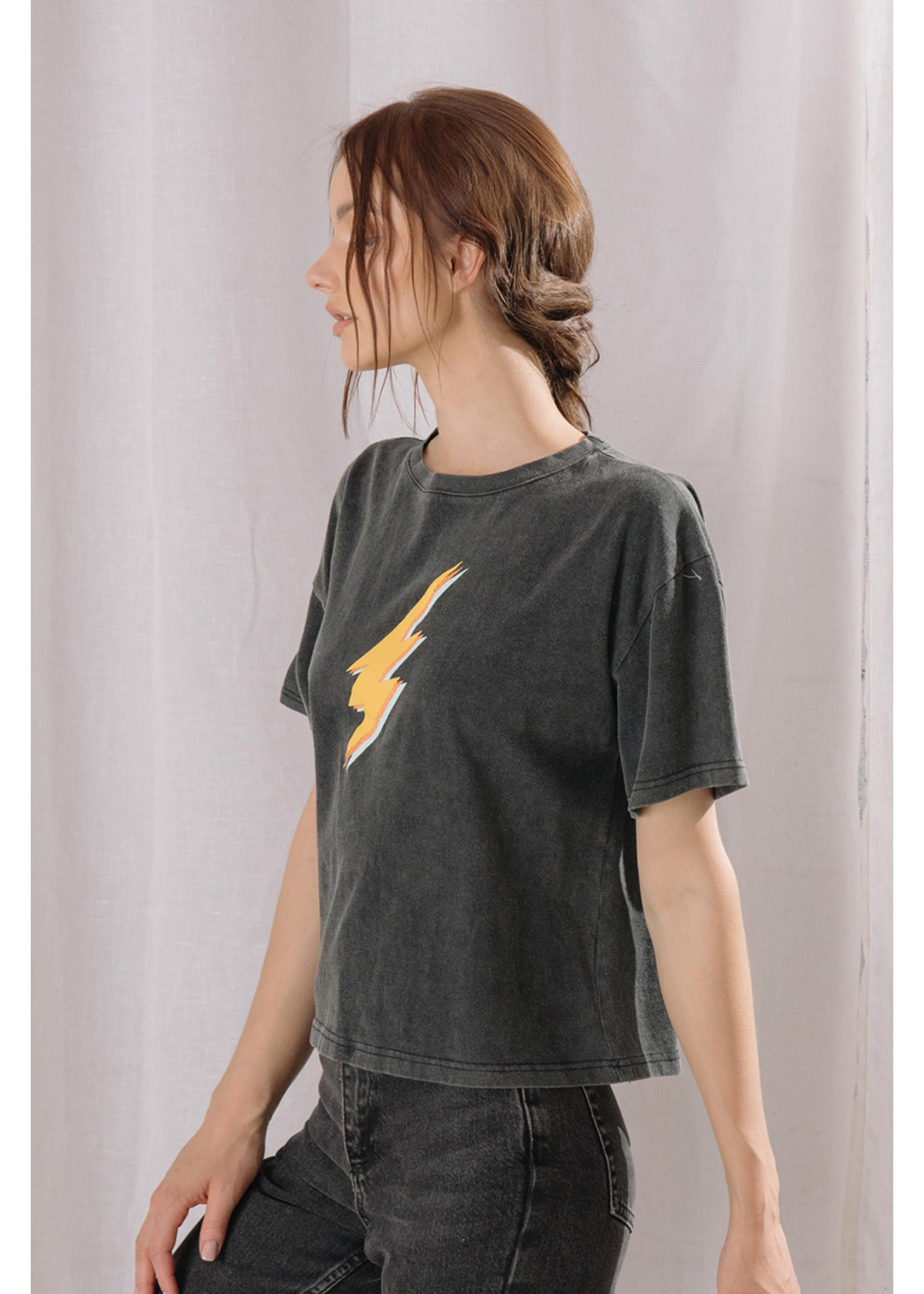 Storia Lightning Bolt Graphic T-Shirt - BT1971