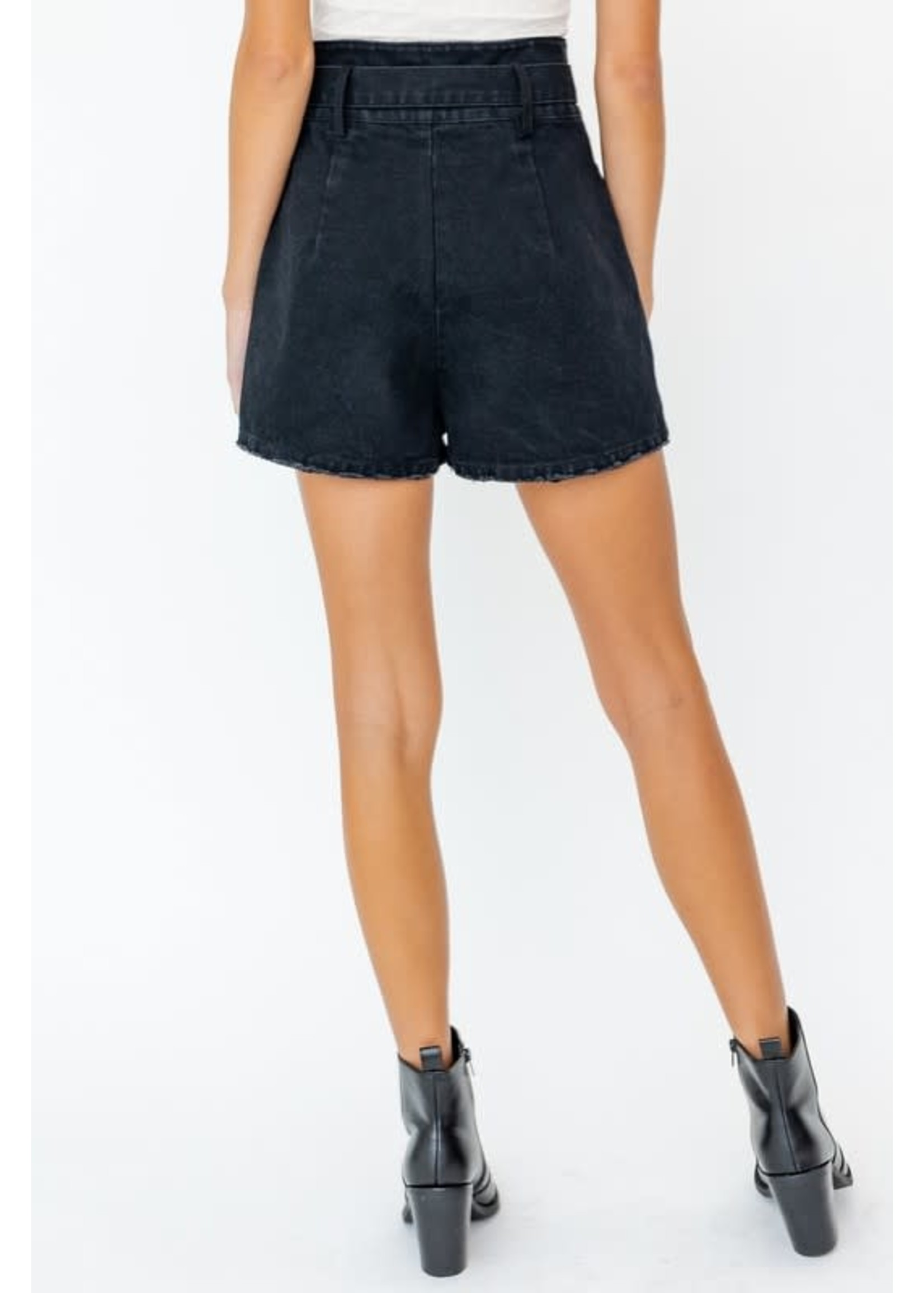 Le Lis Paperbag Buckle Detailed Shorts - MP3722