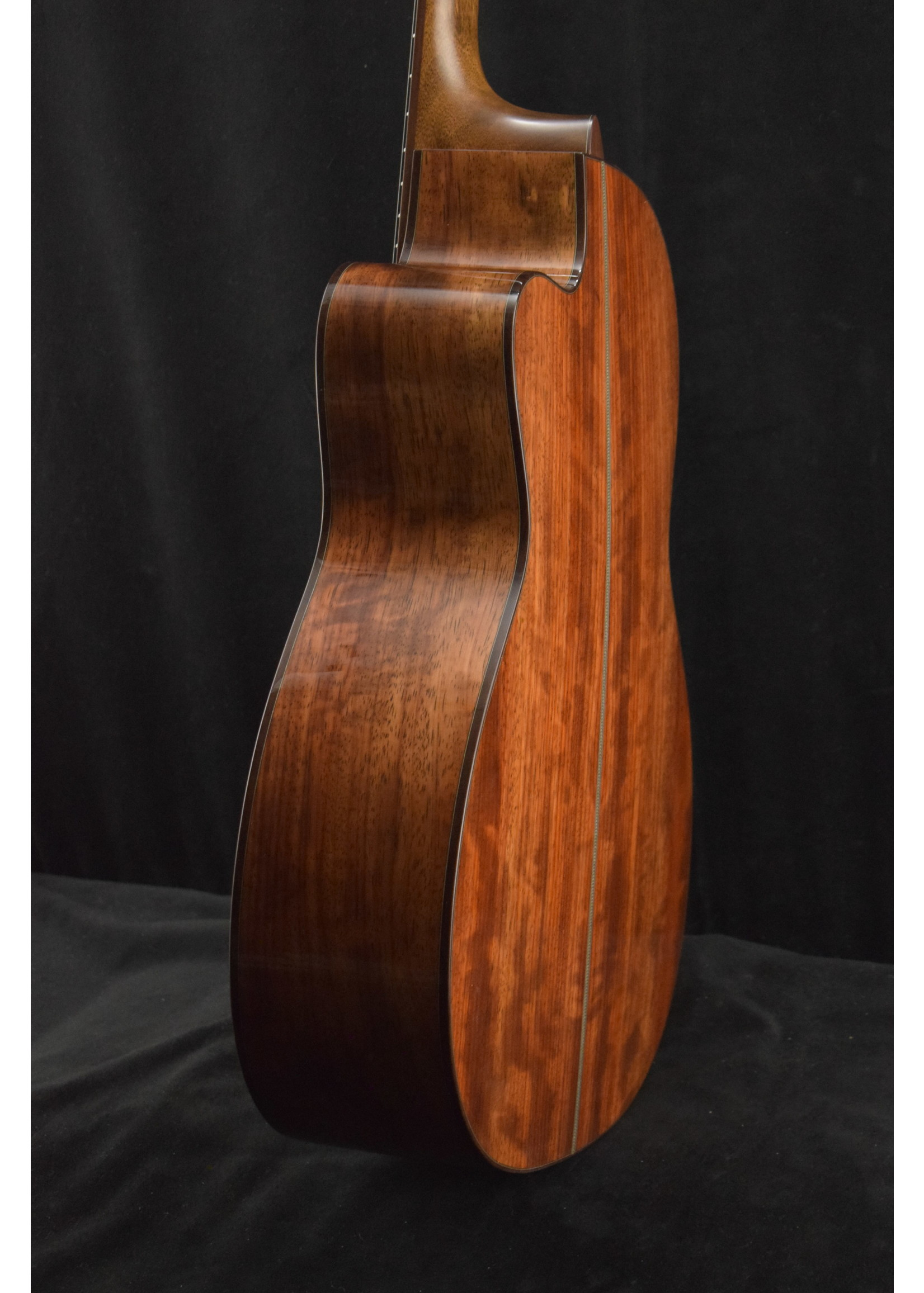 Martin Martin Custom Shop 000 12-Fret Cutaway African Padauk/Western Red Cedar Natural