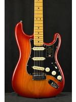 Fender Fender American Ultra Luxe Stratocaster Plasma Red Burst Maple Fingerboard