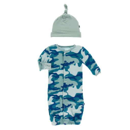 KICKEE PANTS PRINT GOWN CONVERTER & KNOT HAT SET IN OASIS MILITARY