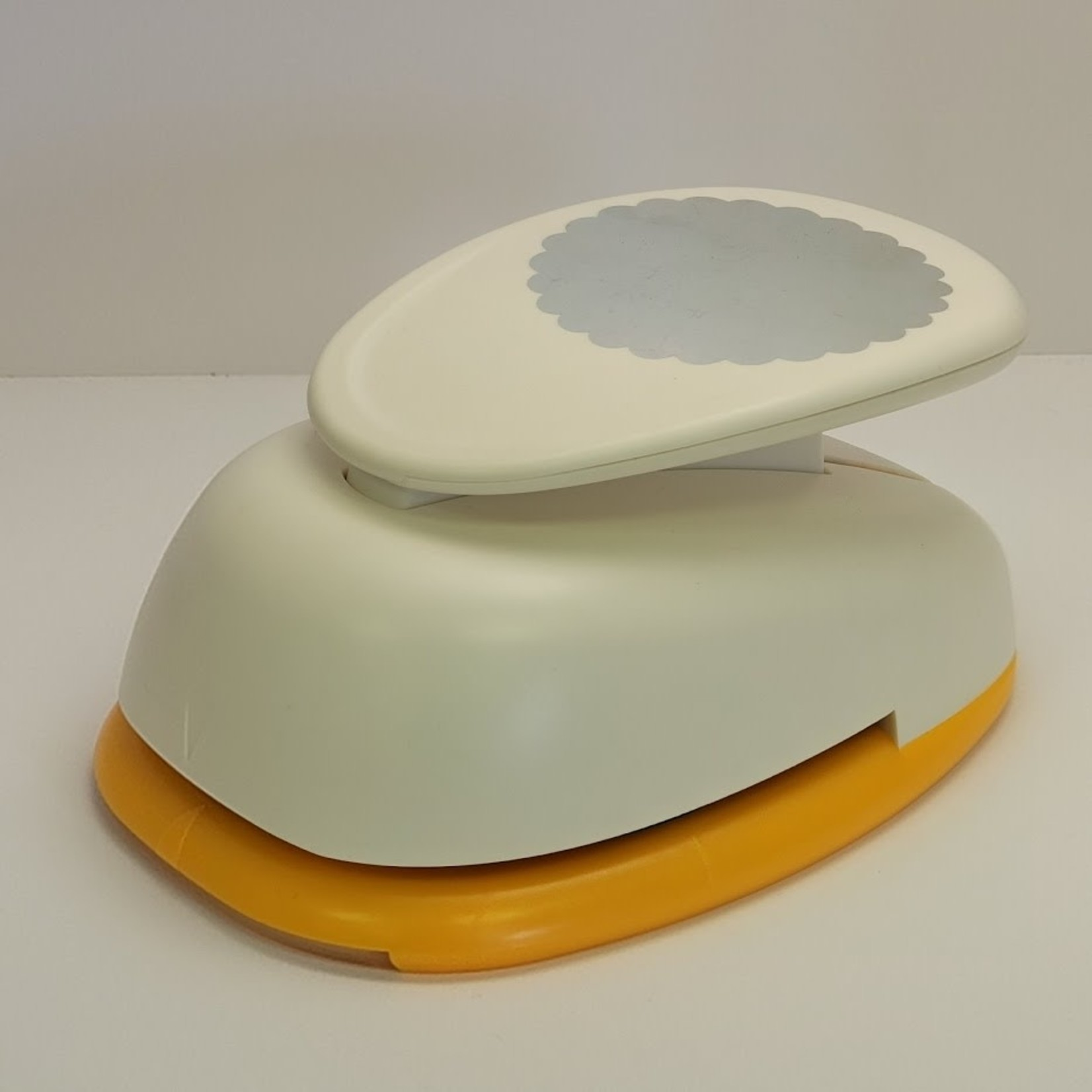 Scallopped Edge Circle Punch - 3 inch