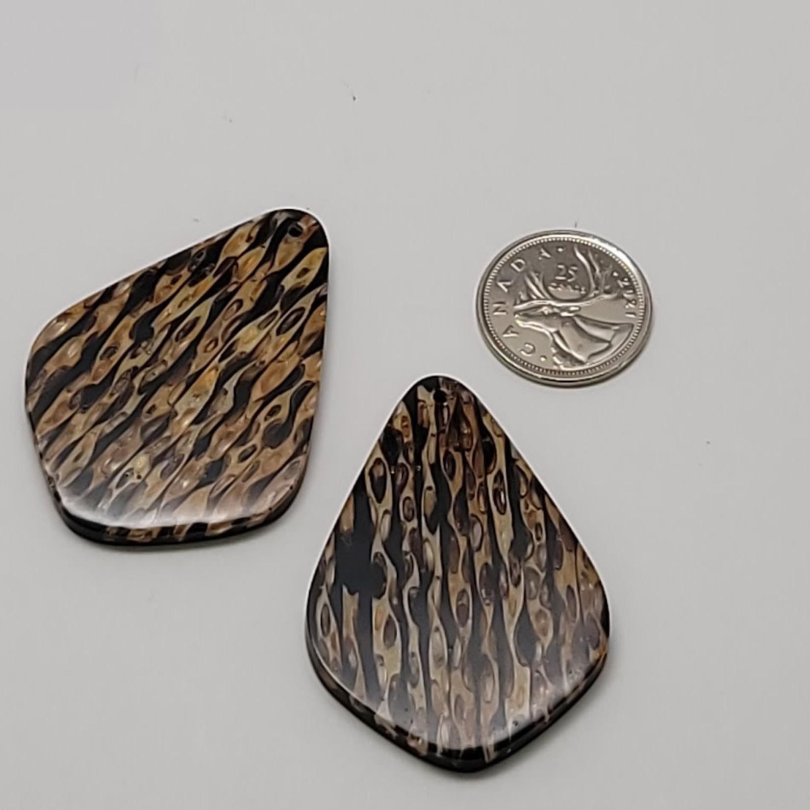 Elongated Diamond with Stripes