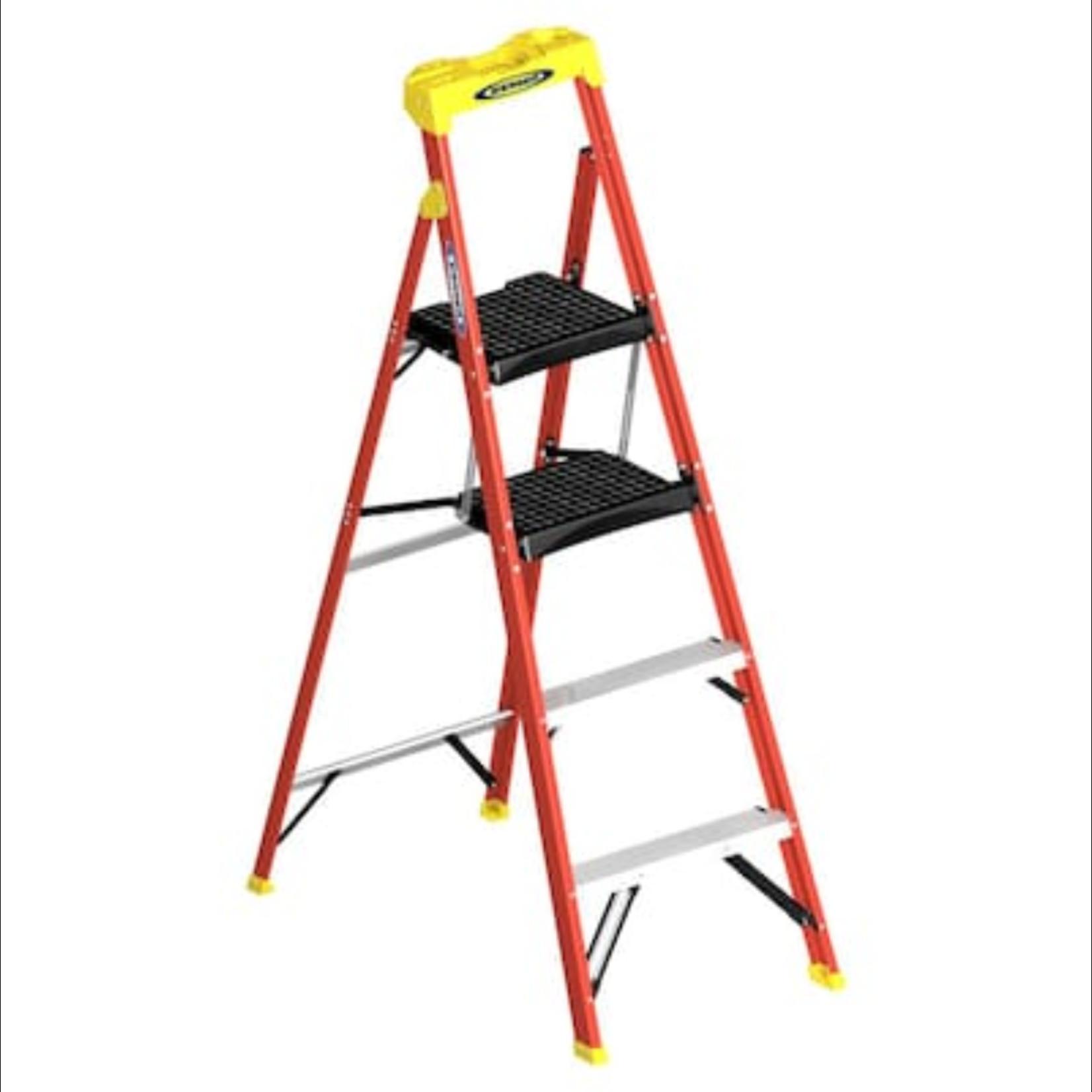 10251 Werner 5-1/2-ft Fiberglass Podium Step Ladder