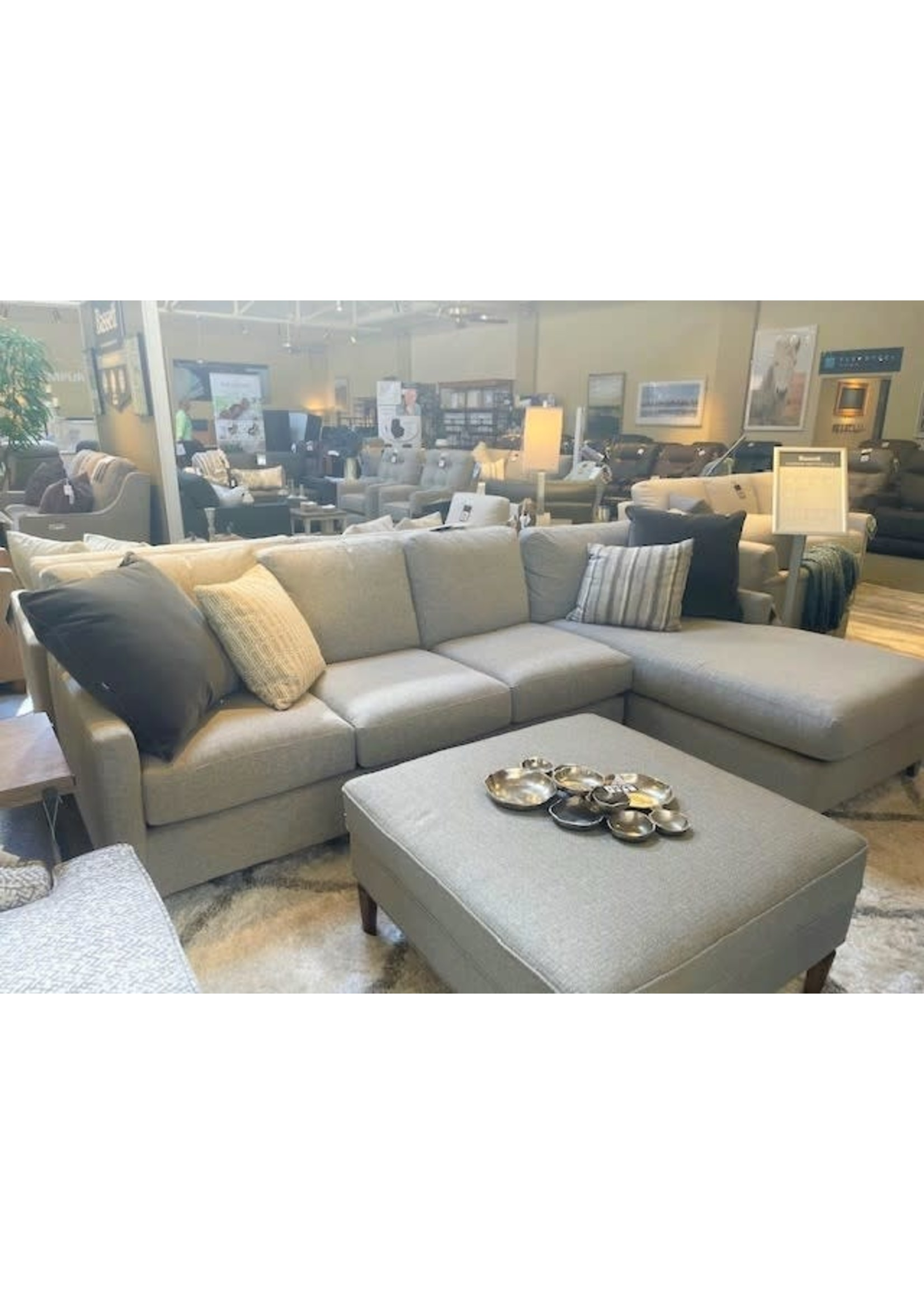 CUSTOM LAF/CHAISE SECTIONAL
