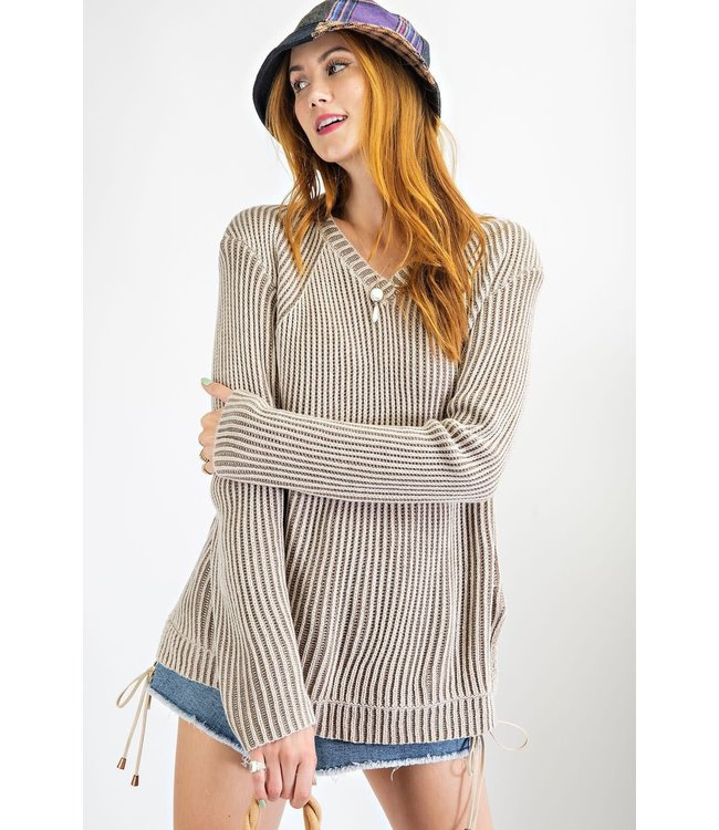 Easel Curvy V-Neck Two Tone Knitted Sweater