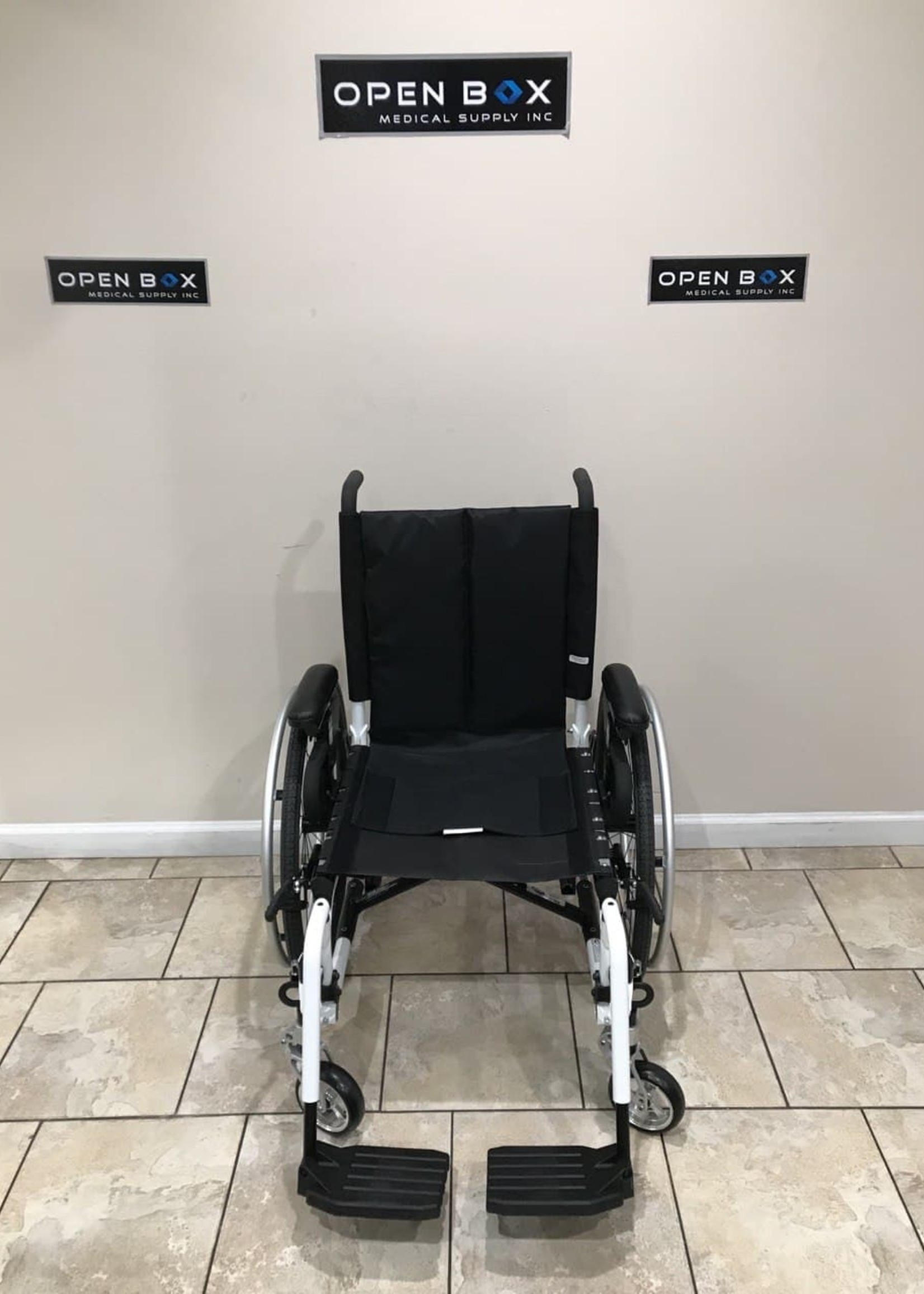 Invacare ProSpin X4 Lightweight Folding Manual Wheelchair (Used)