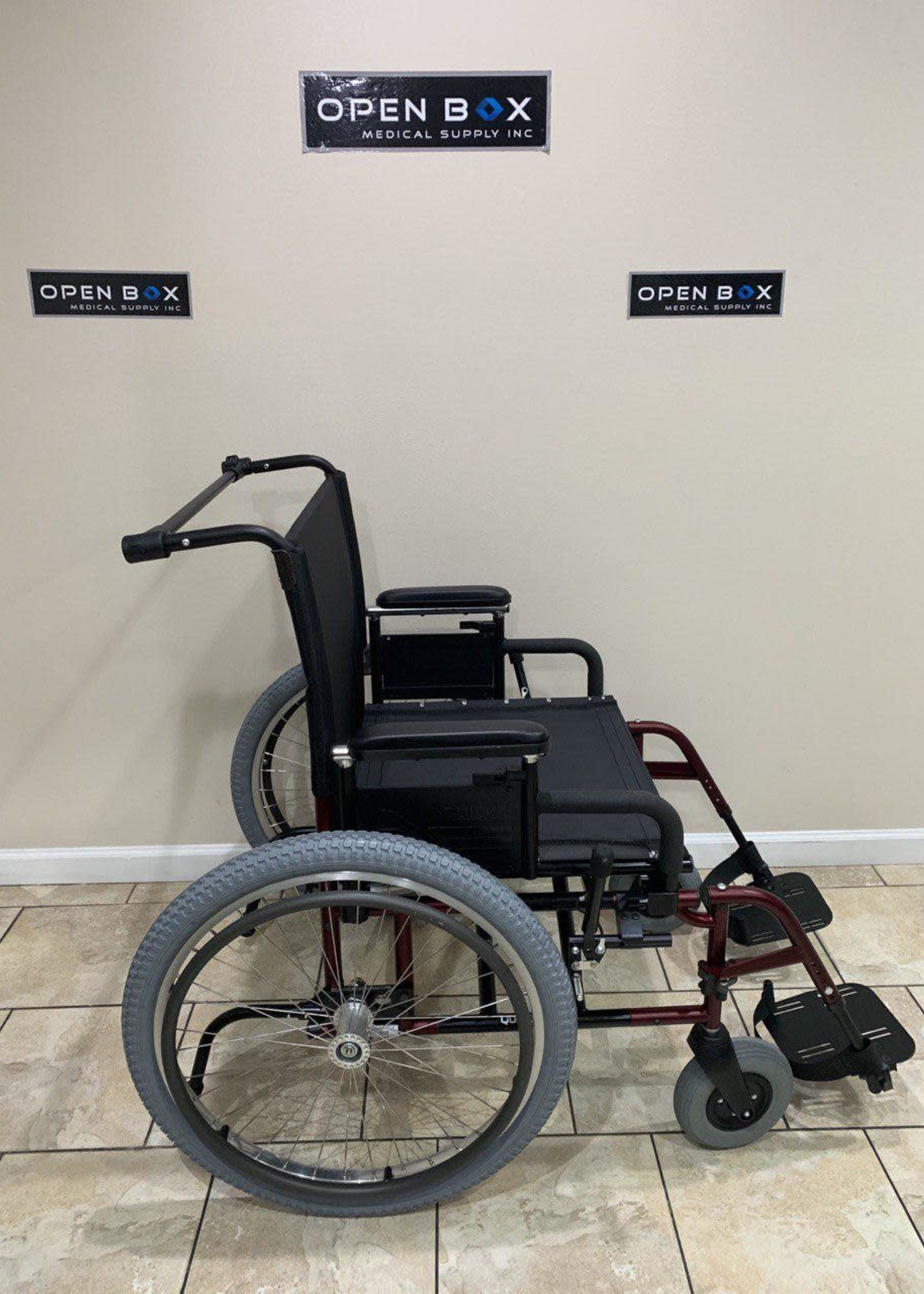 Sunrise Medical Quickie M6 Heavy Duty Folding Manual Lightweight Wheelchair (Used)