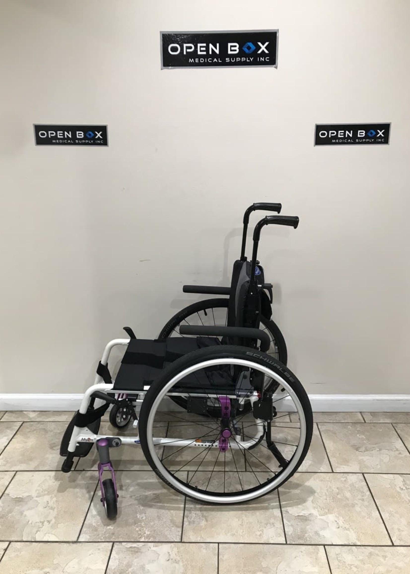 Invacare Invacare MyOn Light Weight Wheelchair (Used)