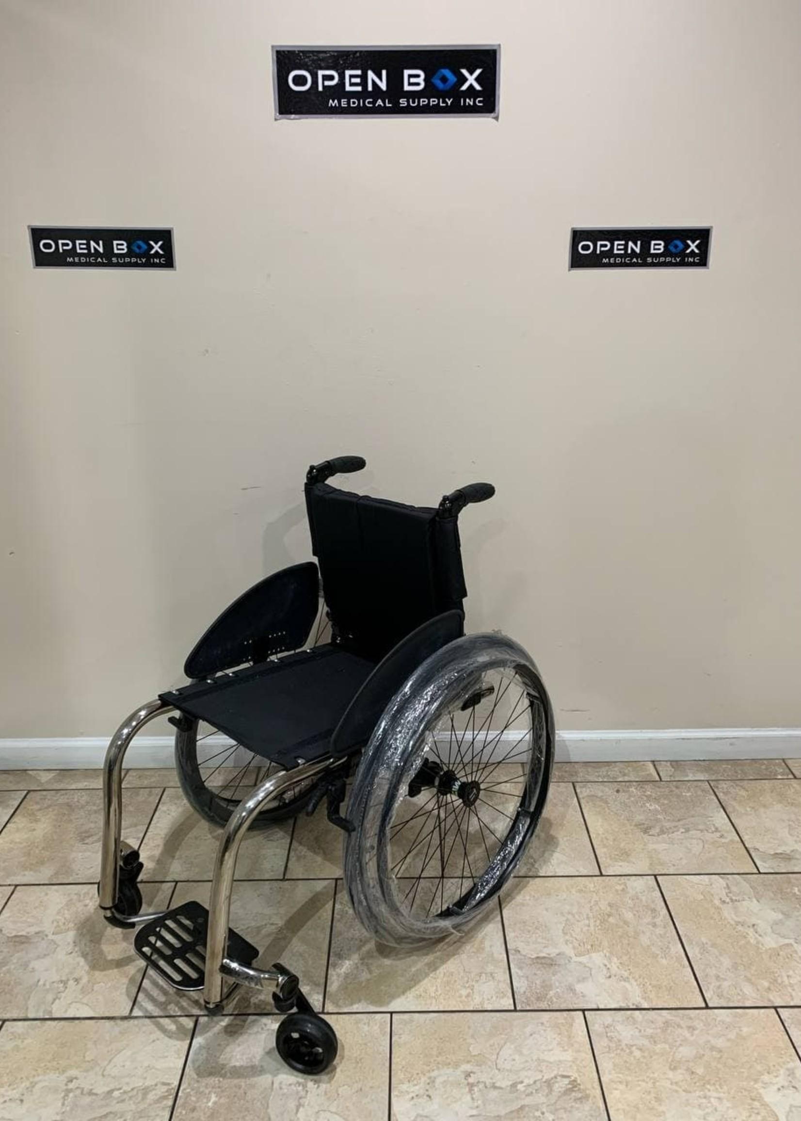 TiLite TiLite ZRA Ultralight Titanium Wheelchair (Used)
