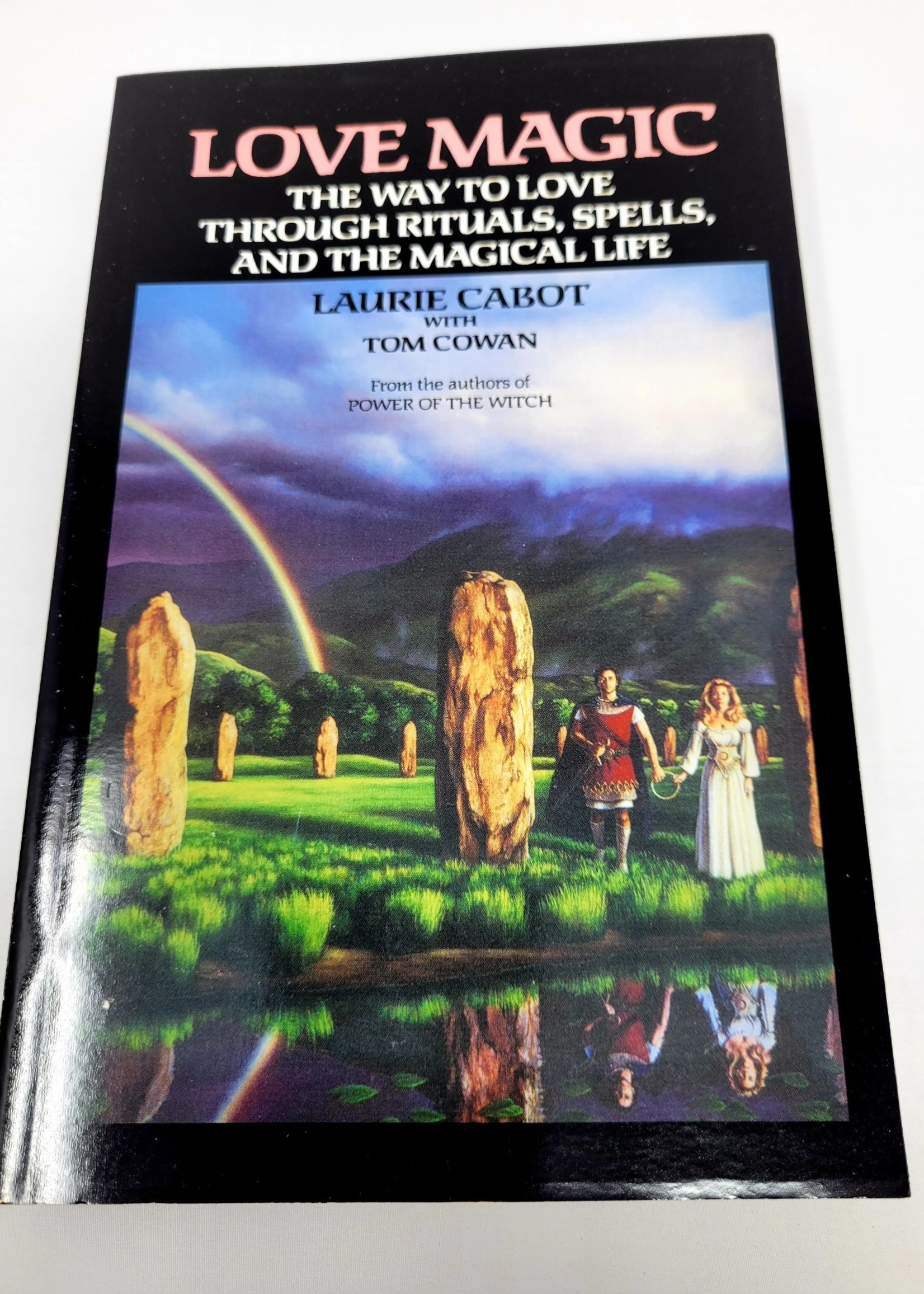 Love Magic THE WAY TO LOVE THROUGH RITUALS, SPELLS, AND THE MAGICAL LIFE - By LAURIE CABOT Contribution by Tom Cowan